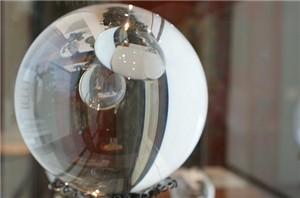Consulter l'avenir dans une boule de cristal